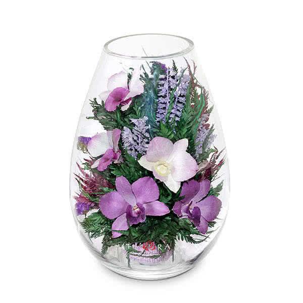 Фиолетово-белые и сиренево-белые орхидеи в средней каплевидной вазе