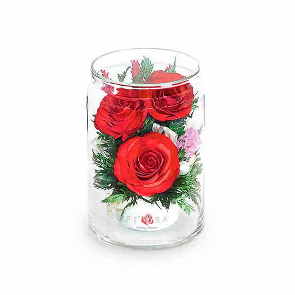 Красная роза в высоком цилиндре с дугой