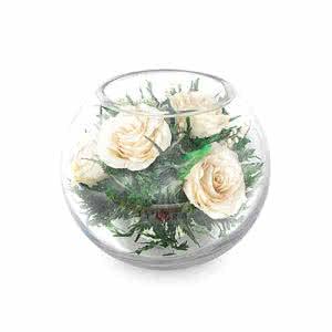 Айвори розы в средней круглой вазе