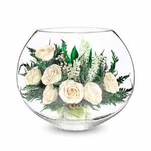 Айвори розы в малой плоской круглой вазе