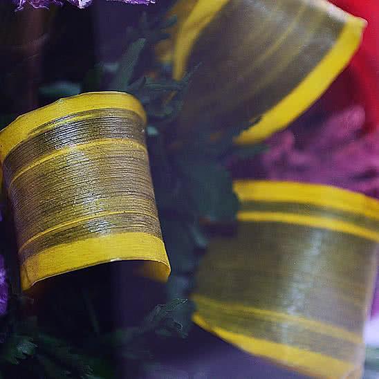 Цветы в стекле (вакууме) - Красные розы и королевские орхидеи с фиолетово-белыми диантусами в большом высоком конусообразном цилиндре - 50336