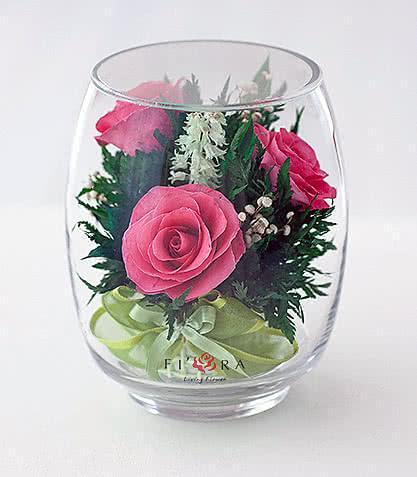 Цветы в стекле (вакууме) - Ярко-розовые розы в малом бутоне тюльпана - 40245