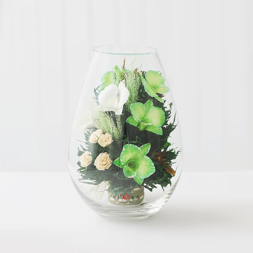 Орхидеи с диантусами в средней каплевидной вазе