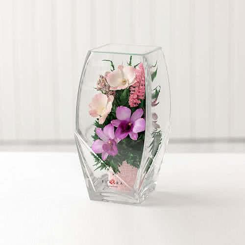 Орхидеи в высокой вазе с квадратным верхом