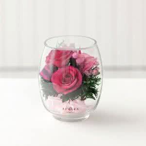 Лиловые и светло-розовые розы в бутоне тюльпана
