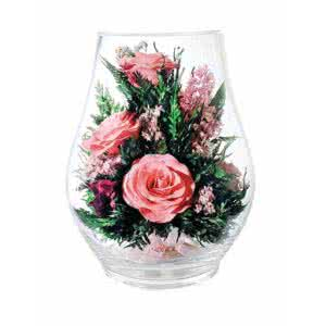 Розовые розы в вазе средний бутон розы