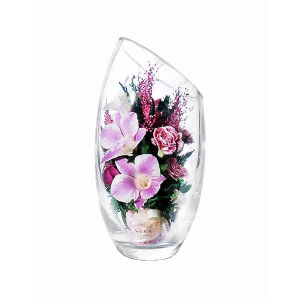 Белые и бело-сиреневые орхидеи в овальной вазе