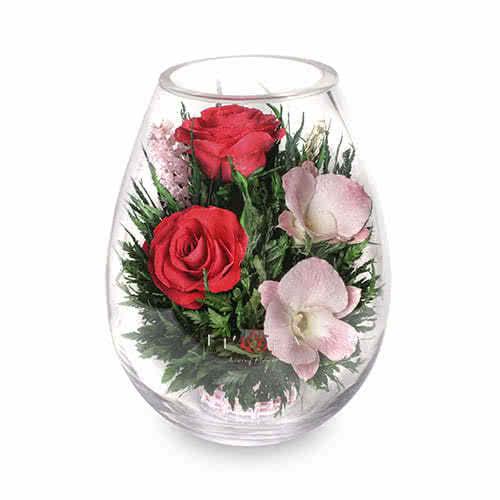 Орхидеи с красными розами в малой каплевидной вазе