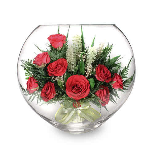 Красные розы в средней плоской вазе
