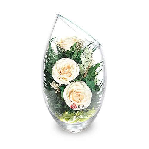 Айвори розы в средней овальной вазе со скошенным верхом