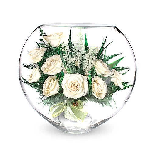 Айвори розы в средней плоской вазе