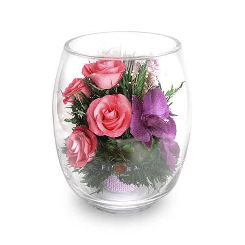 Орхидеи с розовыми розами в среднем бутоне тюльпана